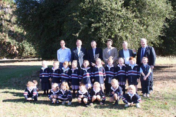Advisory Committee at the Gallipoli Oaks Project launch at Murndal, with Hamilton (Gray Street) Primary School prep class