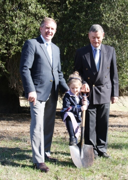 The Hon. Hugh Delahunty MLA & Mr. Peter Whitelaw with a student from Hamilton (Gray St.) Primary School.